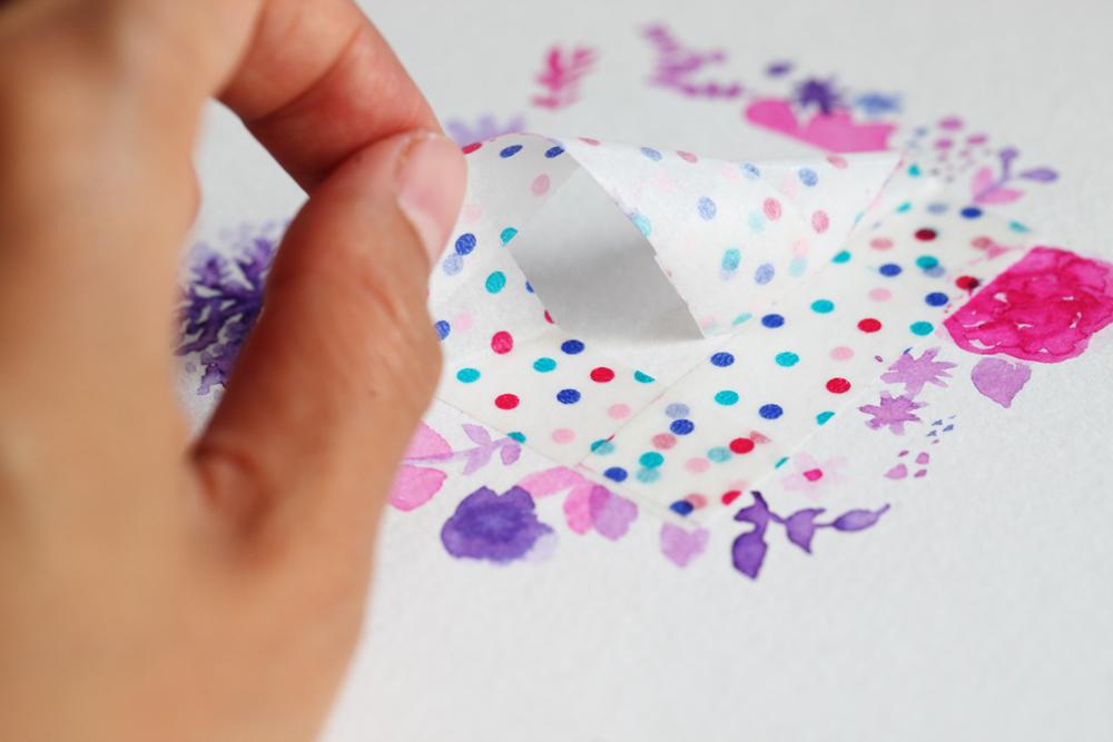 making tape pour faire un cadre floral à l'encre Ecoline