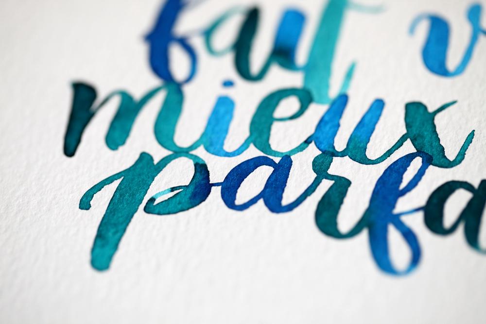gros plan lettering aquarelle