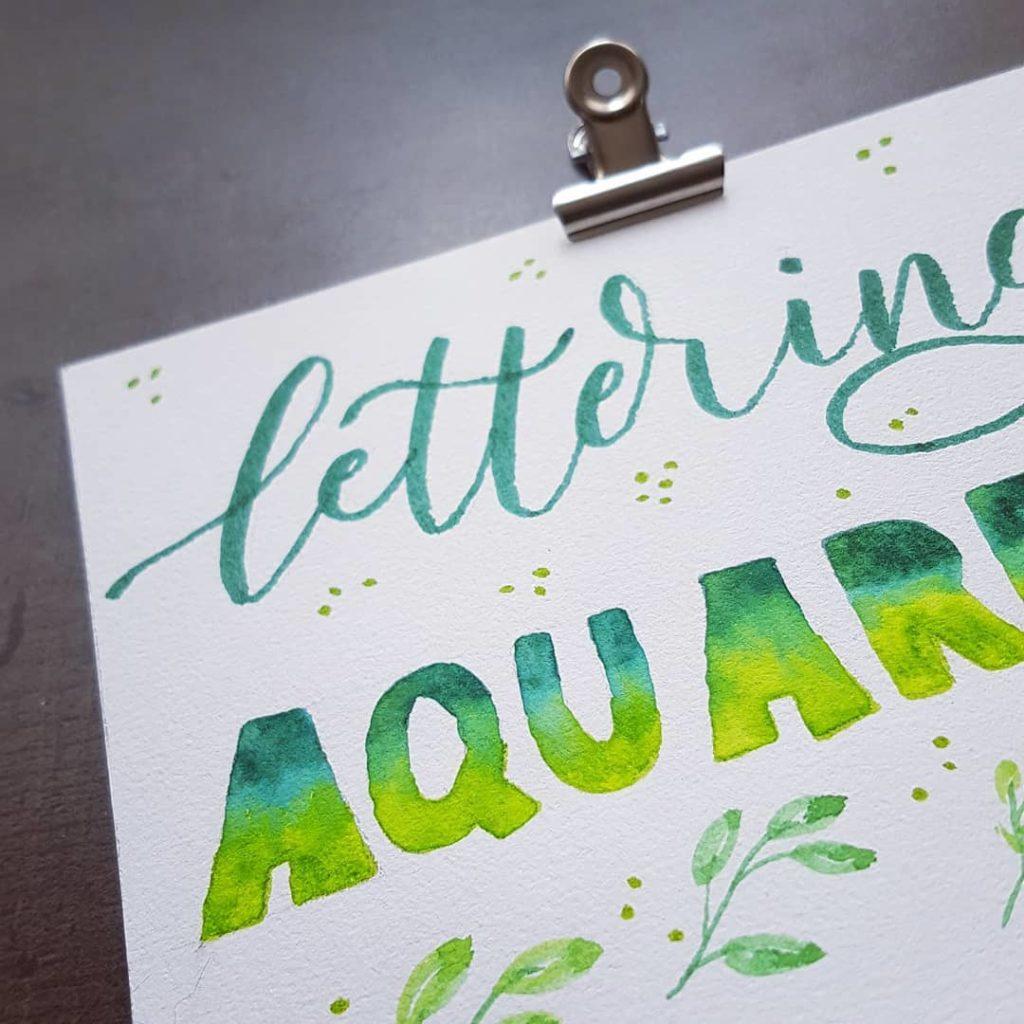 lettering avec effet aquarelle